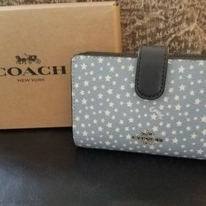 Coach Medium Corner Zip Wallet NWT